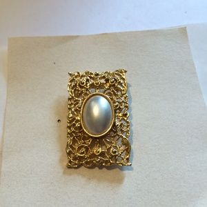 Gorgeous Vintage Gold tone & Pearl Brooch